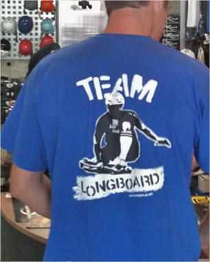 diseño de la nueva camiseta de switchpeople haciendo referencia a su apartado de longboard
