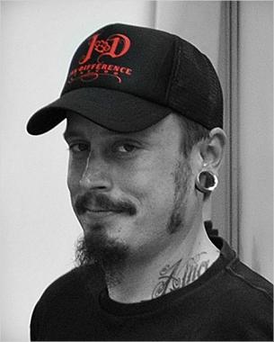 ink difference tattoo se une a nuestra pasión por las gorras truckers, encargándonos el  diseño y marcaje de un modelo personalizado que suponemos que no será el último.