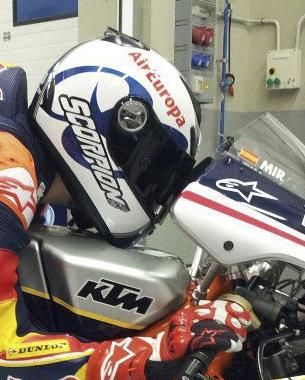diseño de casco para la joven promesa joan mir que este año correra la Red Bull MotoGP Rookies Cup. La Red Bull MotoGP Rookies Cup es una copa de promoción que acompaña al Mundial de Motociclismo por varios circuitos.